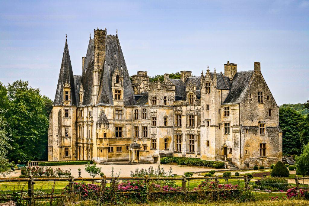 Fontaine Henry, château de Normandie